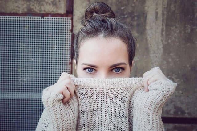Gözlerine Bak